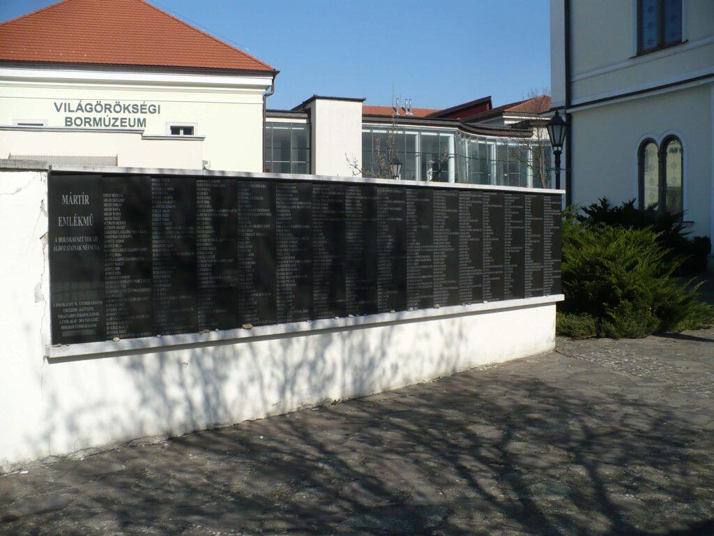 Tokaji holokauszt emlékfal