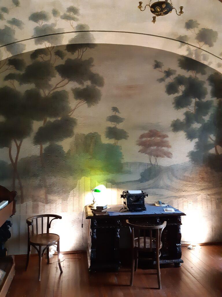 a Tokaji Múzeum kisterme a tokaji vár romjának freskójával